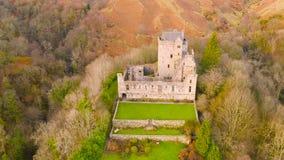 中世纪城堡坎伯废墟鸟瞰图在幽谷美元,克拉克曼南郡,苏格兰的 影视素材