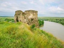 中世纪城堡塔遗骸在Zhvanets,乌克兰 库存照片
