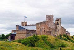 中世纪城堡夏天视图在拉克韦雷,爱沙尼亚 免版税图库摄影