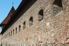 中世纪城堡的防御墙壁 免版税库存图片