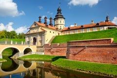 中世纪城堡看法在涅斯维日附近的 免版税图库摄影