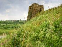 中世纪城堡石塔在Zhvanets,乌克兰 免版税图库摄影
