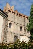 中世纪城堡,在常青柏和天空之间,在蒙塞利切在威尼托(意大利) 免版税库存照片
