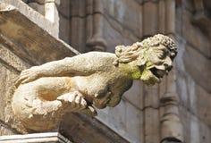 从中世纪城镇厅的美人鱼面貌古怪的人 图库摄影