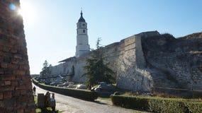 中世纪堡垒在秋天的塞尔维亚 结算天数 belia 免版税库存图片