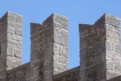 中世纪堡垒墙壁细节。圣马力诺 免版税库存照片