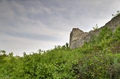 中世纪堡垒的古老废墟 库存图片