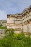 中世纪堡垒的古老废墟 免版税库存图片