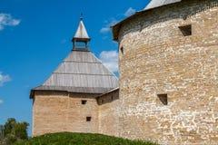 中世纪堡垒的废墟在Staraya拉多加镇 免版税库存图片