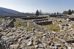中世纪堡垒Krakra的废墟从保加利亚第一帝国,佩尔尼克,保加利亚的期间的 免版税库存照片