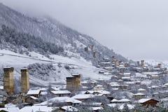 中世纪塔在Mestia在高加索山脉,乔治亚 免版税库存图片