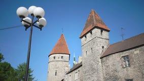 中世纪塔-一部分的城市墙壁 爱沙尼亚塔林 股票录像