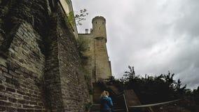 中世纪塔-一部分的城市墙壁 爱沙尼亚塔林 股票视频