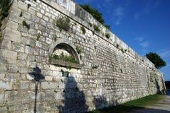 中世纪墙壁在罗维尼,克罗地亚 免版税图库摄影