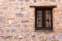 中世纪墙壁窗口 免版税图库摄影