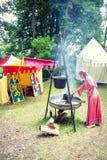 中世纪壁炉和夫人根据这时间穿戴了 库存图片