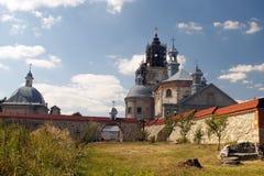 中世纪多米尼加共和国的修道院的后院 免版税库存图片