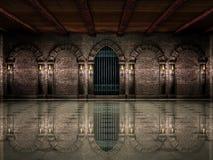 中世纪大厅和铁门 免版税库存照片