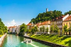 中世纪大厦和ljubljanica河在卢布尔雅那-斯洛文尼亚 免版税库存照片
