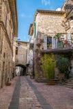 中世纪大厦在阿西西,翁布里亚,意大利意大利小山镇  免版税库存照片