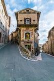 中世纪大厦在阿西西,翁布里亚,意大利意大利小山镇  免版税库存图片