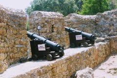 中世纪大炮和阿拉尼亚堡垒墙壁防御阿拉尼亚,土耳其 库存图片