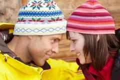 中世纪夫妇为冷气候穿戴了 库存图片