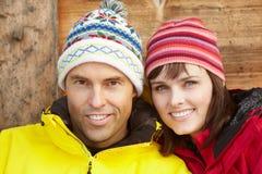 中世纪夫妇为冷气候穿戴了 免版税库存照片