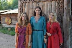 中世纪妇女时尚 免版税库存照片