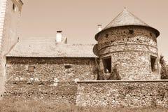 中世纪宫殿的有趣的幻想重建在村庄Racos,特兰西瓦尼亚 免版税库存图片