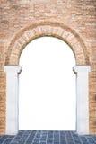 中世纪宫殿的被成拱形的入口适当作为框架 免版税库存照片