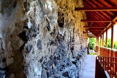 中世纪宫殿的幻想重建在村庄Racos,特兰西瓦尼亚 图库摄影