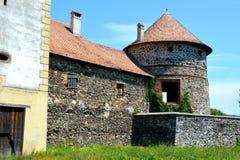 中世纪宫殿的幻想重建在村庄Racos,特兰西瓦尼亚 免版税库存照片