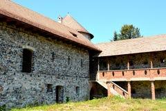 中世纪宫殿的幻想重建在村庄Racos,特兰西瓦尼亚 免版税库存图片