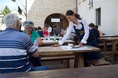 中世纪小酒馆在意大利 免版税库存图片