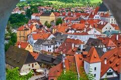 中世纪市捷克克鲁姆洛夫在捷克观察从城堡用红色屋顶 免版税库存照片
