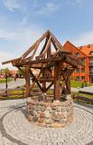 中世纪很好在格涅夫城堡,波兰 免版税库存图片