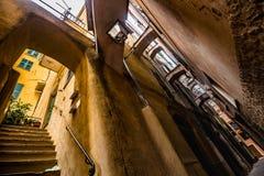 中世纪意大利镇& x28狭窄的街道; Vernazza& x29; 库存图片