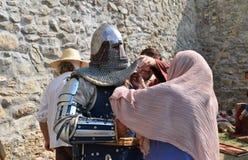 中世纪战士为争斗做准备 库存图片