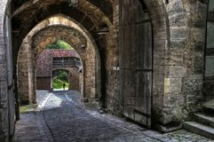 中世纪拱道和门在Rothenburg ob der陶伯,巴伐利亚 图库摄影