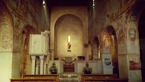 中世纪教会内部,意大利 免版税库存照片