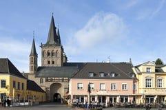 中世纪教会圣Victordom,老镇桑腾 免版税库存图片