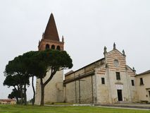 中世纪教会在圣博尼法乔在意大利 库存照片