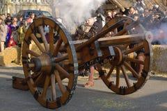 中世纪教规carnaval escalade的枪 图库摄影