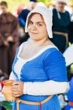中世纪文化节日的参加者  免版税库存照片
