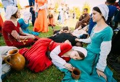 中世纪文化节日的参加者  库存照片