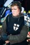 中世纪文化节日的战士参加者  库存照片