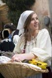 中世纪服装党的参加者 免版税库存照片
