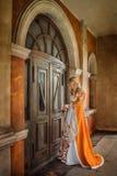 中世纪服装的夫人 免版税库存图片