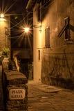 中世纪村庄在夜之前 免版税库存照片